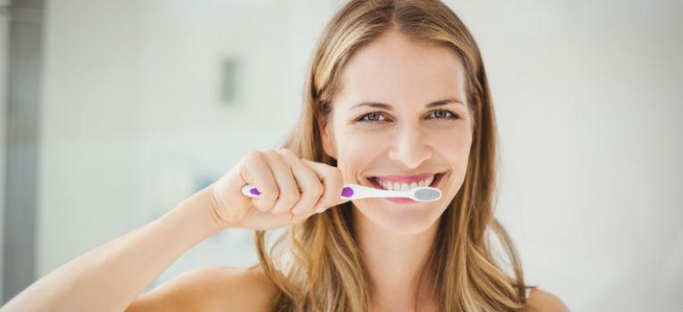 5 semne ca periem in mod gresit dintii