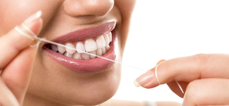 Igiena bucala: Tehnica de curatare corecta cu ata dentara