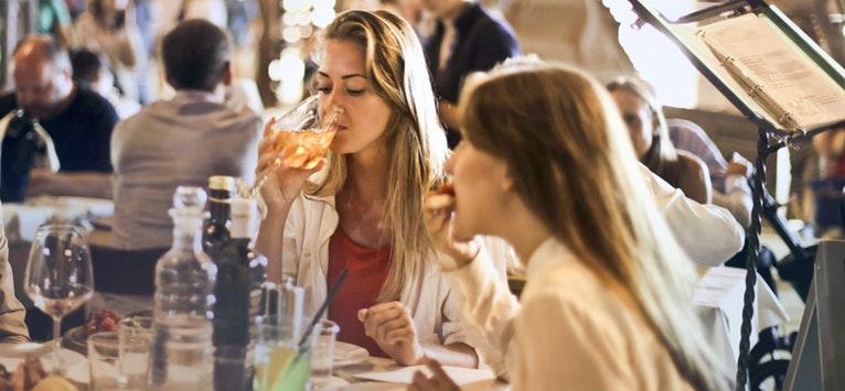 Igiena orala corecta: Alimente pe care le consumam frecvent si care pateaza dintii