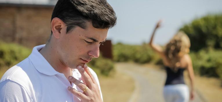 Explicatia psihologului: Nu de defectele tale fuge, ci de propria lui neputinta…