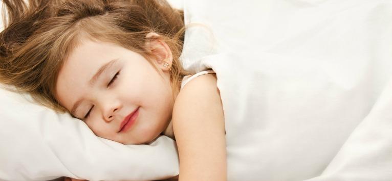 Odihna e esentiala pentru dezvoltarea copiilor. Afla de ce si cum le poti imbunatati somnul