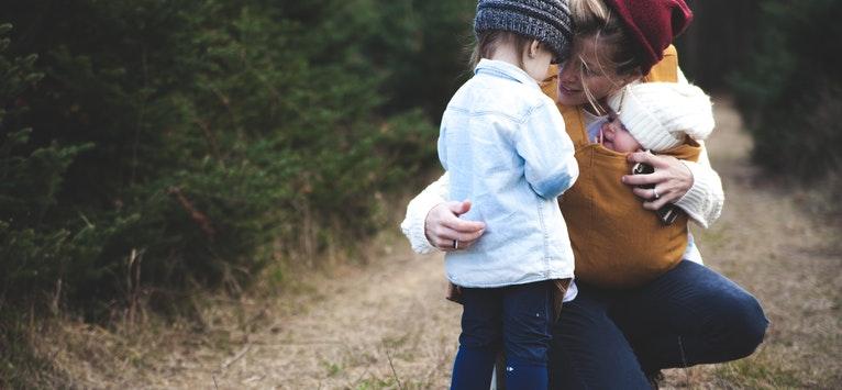 Mama de fata: 7 lucruri pe care sa i le spui fetitei tale si care ii vor folosi toata viata