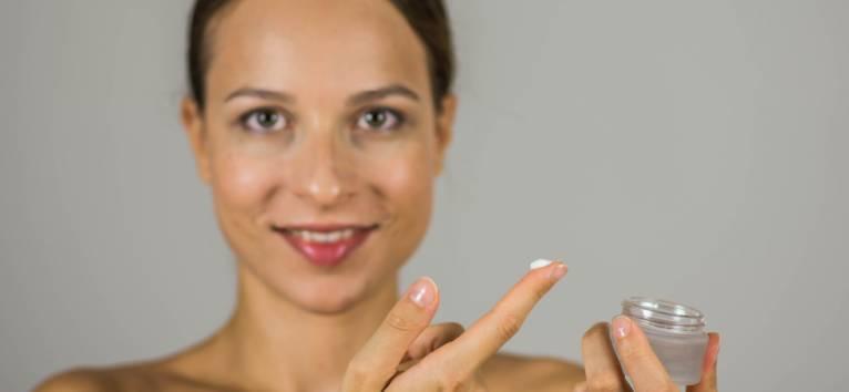 Produsele dermatocosmetice - eficiente sau nu in tratarea acneei?