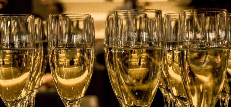 Răcorește-te cu stil în orice moment, cu noile vinuri spumante ZAREA din colecția I Love