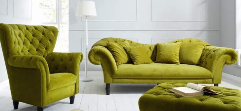 Cinci culori îndrăznețe pe care merită să le iei în considerare dacă vrei o canapea nouă