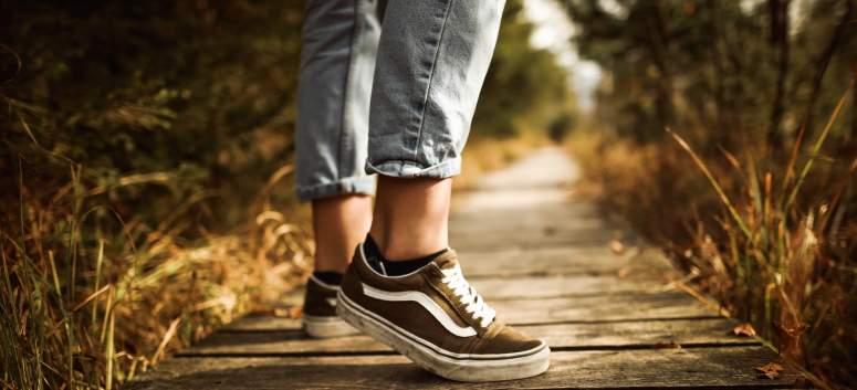 Cum sa porti sneakersii la orice outfit
