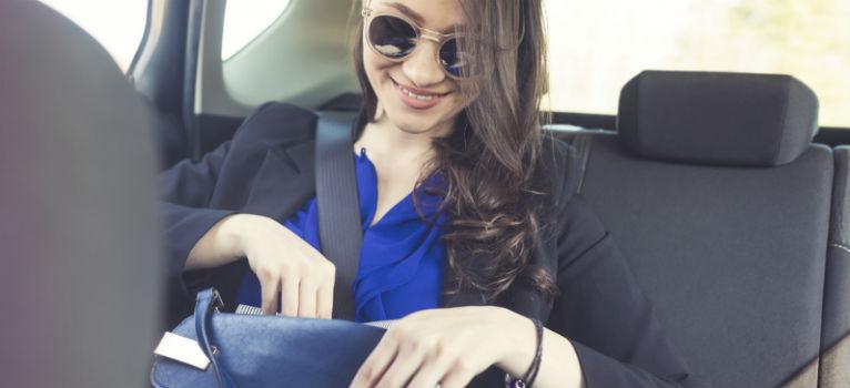 4 lucruri care nu trebuie sa lipseasca din geanta unei femei de afaceri de succes