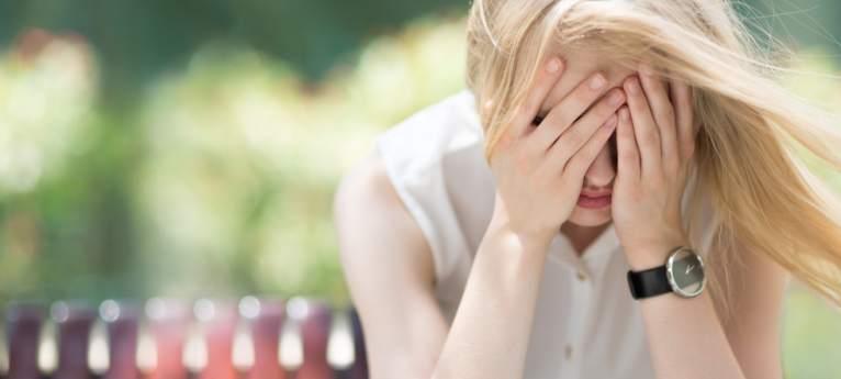 Lipsa definirii emoţiilor, precum fericirea sau iubirea, aduce suferinţă...