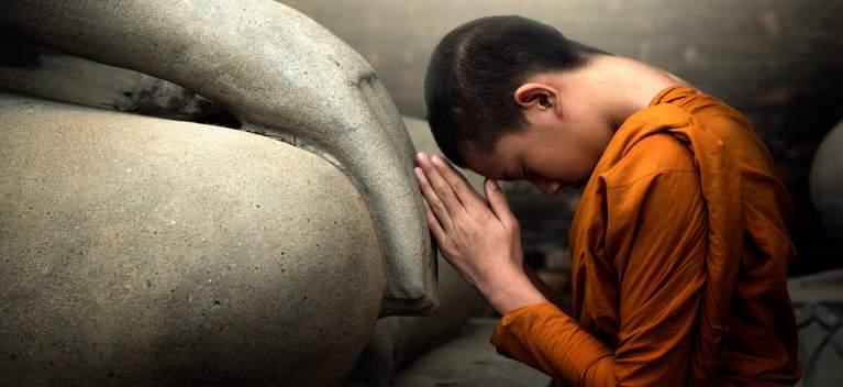 Povestea bărbatului care l-a scuipat pe Buddha în față: o lecție impresionantă despre iertare