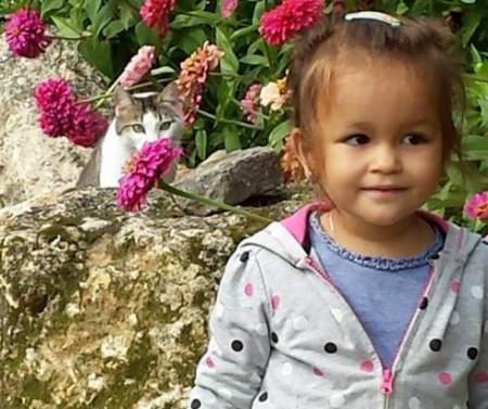 Drama unei fetiţe de 4 ani care trăieşte în întuneric: Un SMS îi poate reda vederea!