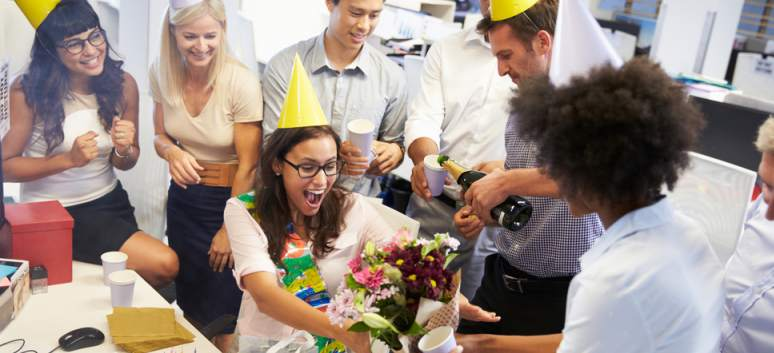 5 idei pentru a-ti sarbatori memorabil ziua de nastere la serviciu