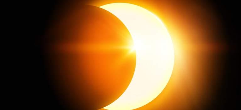11 august: Lună Nouă și Eclipsă Parțială de Soare în Leu - un restart puternic și total din partea cosmosului!