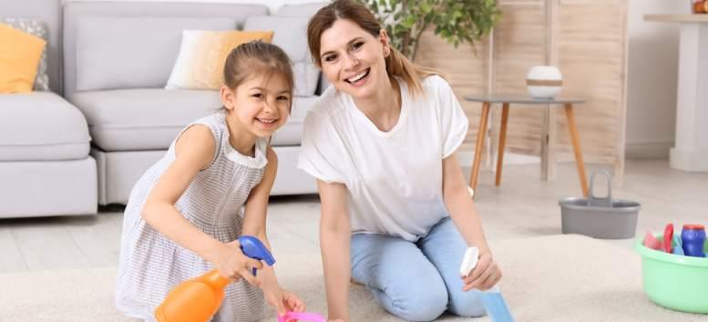 Cum sa transformi treburile casei intr-un joc pentru copilul tau