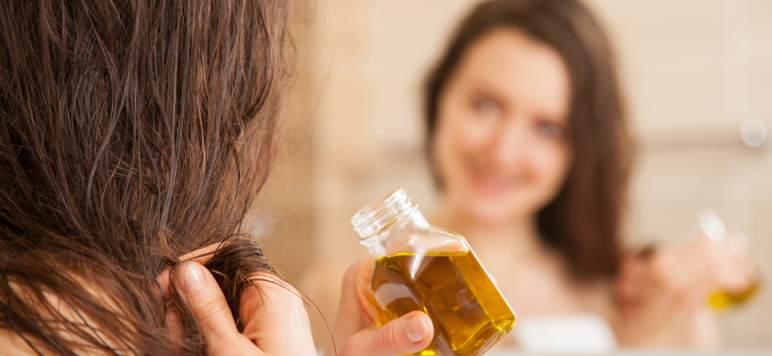 Uleiurile naturale - remediu excelent pentru hidratarea și tratarea părului