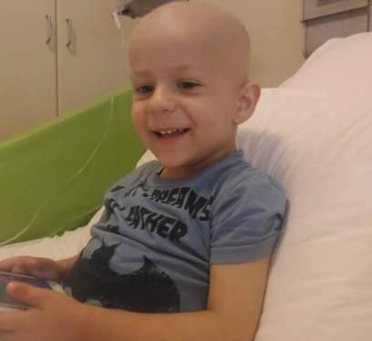 Drama unui băieţel de 3 ani: Un SMS cu textul 'Bogdan' îl ajută în lupta cu cancerul!