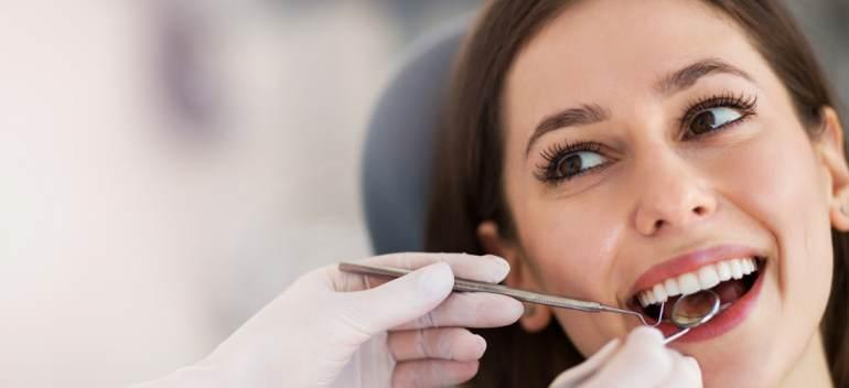 Dinții lipsă: De ce este atât de important să îi înlocuim