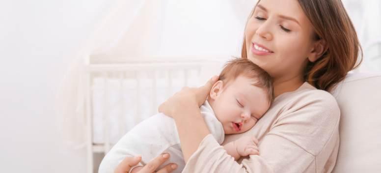7 trucuri ca să-ți ajuți copilul să doarmă mai ușor