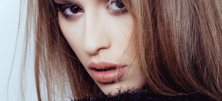 Cum îngrijești buzele pentru a evita crăparea și a le păstra pline chiar și pe vreme neprietenoasă