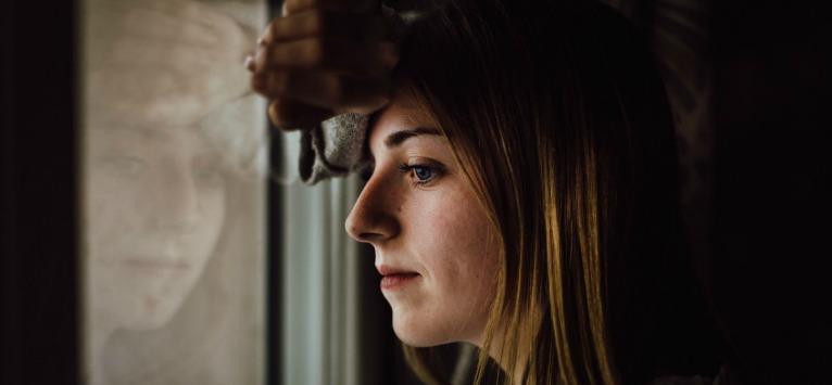 Psihologul ne răspunde: Ce este abuzul emoțional? 10 semne ale abuzului emoțional în relații