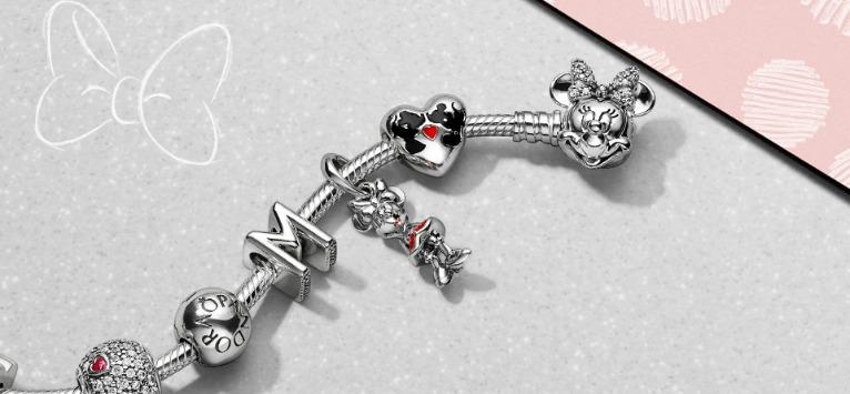 Noi simboluri de stil în colecția PANDORA Disney