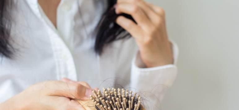 Tratament de ultimă oră pentru căderea părului: terapia 'vampir'