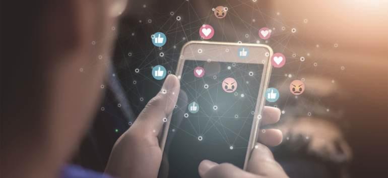 6 efecte psihologice negative pe care le poate genera utilizarea excesivă a rețelelor sociale