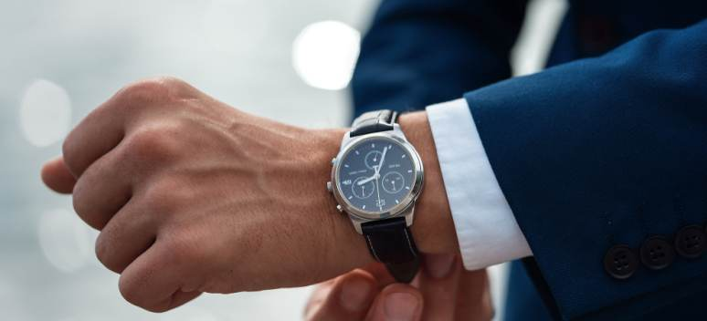 Ceasuri bărbătești ieftine: cadouri de buget, dar cu impact