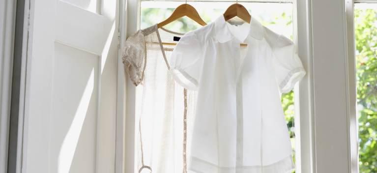 6 motive pentru care hainele tale albe isi pierd stralucirea si se ingalbenesc