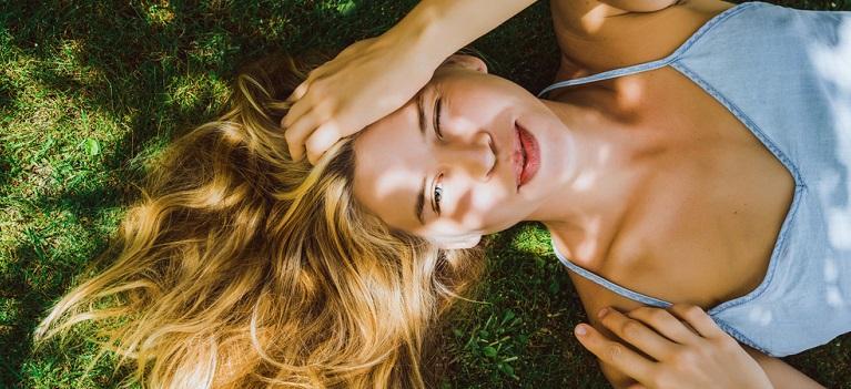Secretele unui păr sănătos chiar și în zilele caniculare de vară