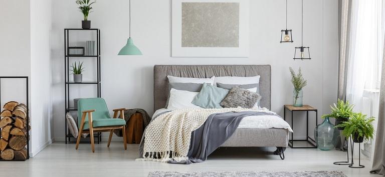 Cum îți decorezi dormitorul cu bani putini?