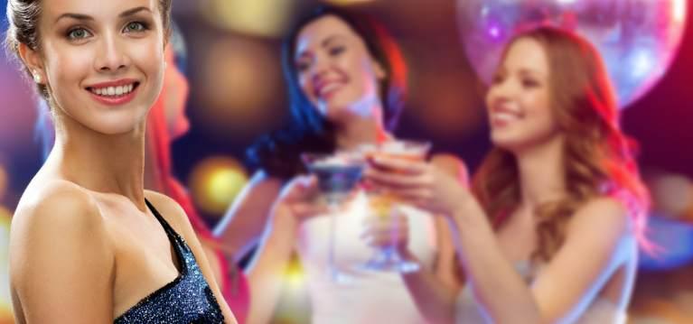 7 idei cool de topuri pentru petrecerile din club