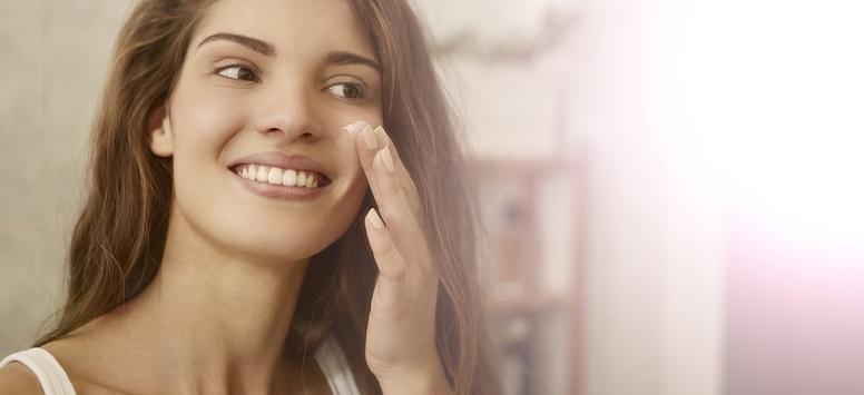 Îngrijirea facială - rutina zilnică pentru tenul normal, demachiere, kitul obligatoriu