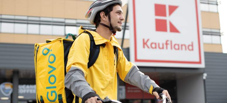 Kaufland Romania anunta in premiera serviciul de livrari rapide la domiciliu printr-un parteneriat cu Glovo
