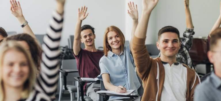 Liceul, perioada din școală preferată de jumătate dintre români