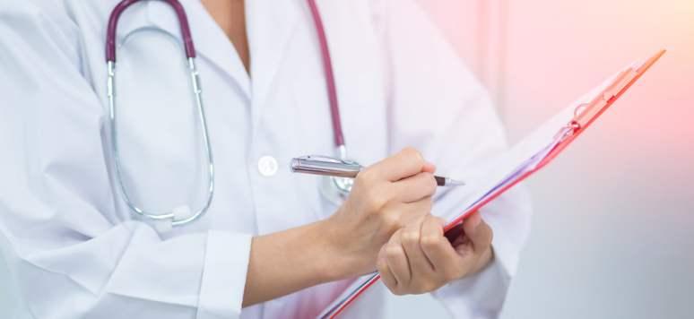 Medic: Tot mai mulți pacienți vin cu complicații, diagnosticați singuri și tratați greșit pentru hemoroizi