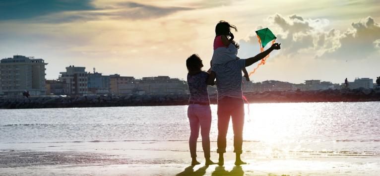 Alain De Botton: Zilele noastre sunt numărate pe Pământ. De ce nu alegem o viață simplă?