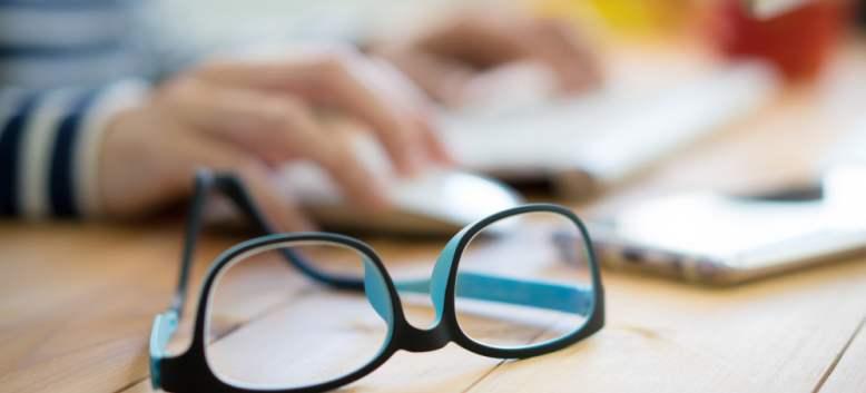 Află cum previi apariția prematură a defectelor de vedere cauzate de digital