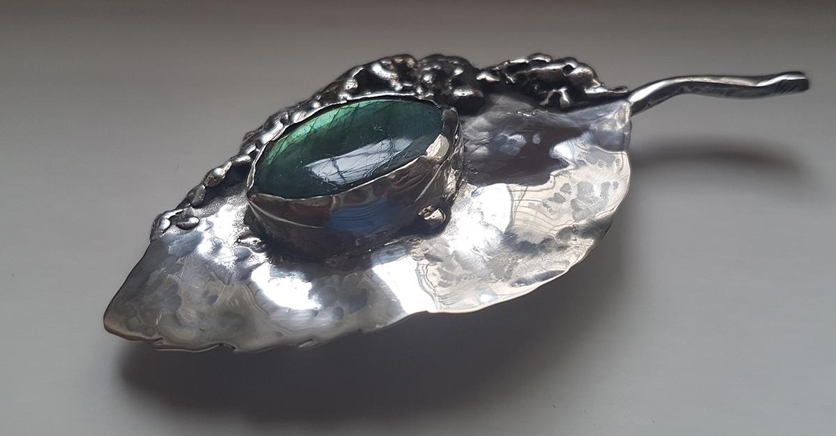 Designer roman: bijuteriile Fruct din argint, cu pietre pretioase ca Labradorit, Piatra Lunii sau Kyanit-ul
