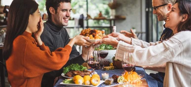 6 trucuri pentru a nu mânca exagerat de Sărbători