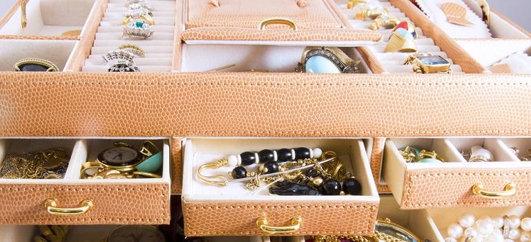 5 cutii de bijuterii pentru organizarea accesoriilor