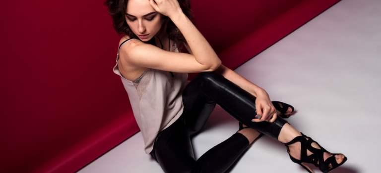 Pantalonii din piele: 7 modele deosebite pentru un look puternic