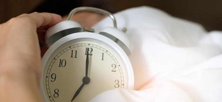 4 metode eficiente prin care să gestionezi mai ușor decalajul de fus orar