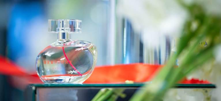 AVON a lansat HERSTORY, primul parfum in colaborare cu Simona Halep