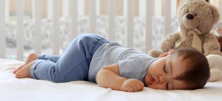 Pătuțuri pentru copii: 4 modele potrivite pentru camera bebelusului