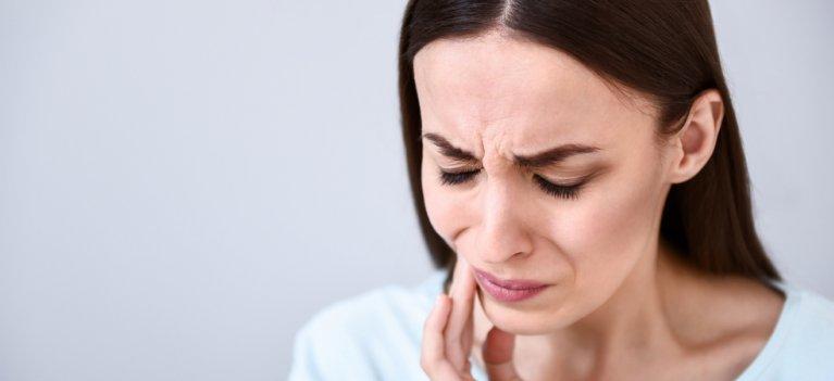 Semnele abcesului dentar care ar trebui să ne trimită la medic