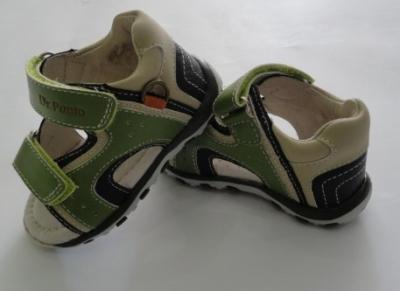 Incaltaminte de vara: 10 modele adorabile pentru copii: Sandale verzi pentru baietei