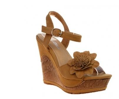 10 modele de sandale cu aplicatii florale: Sandale camel