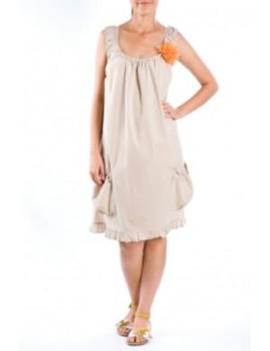 Moda pentru gravidute - Tendintele verii 2013: Rochie beige cu buzunare