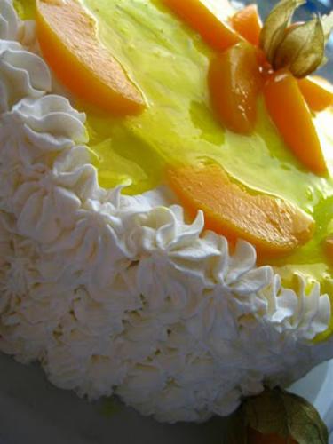 5 retete parfumate cu piersici:  Tort cu piersici