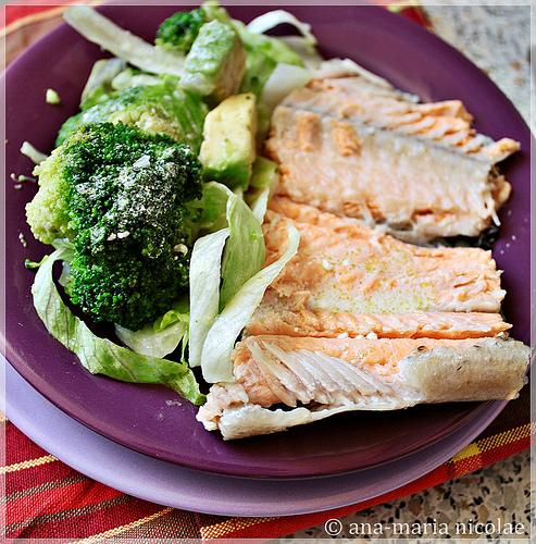 5 retete cu putine calorii:  Pastrav en papillote cu legume